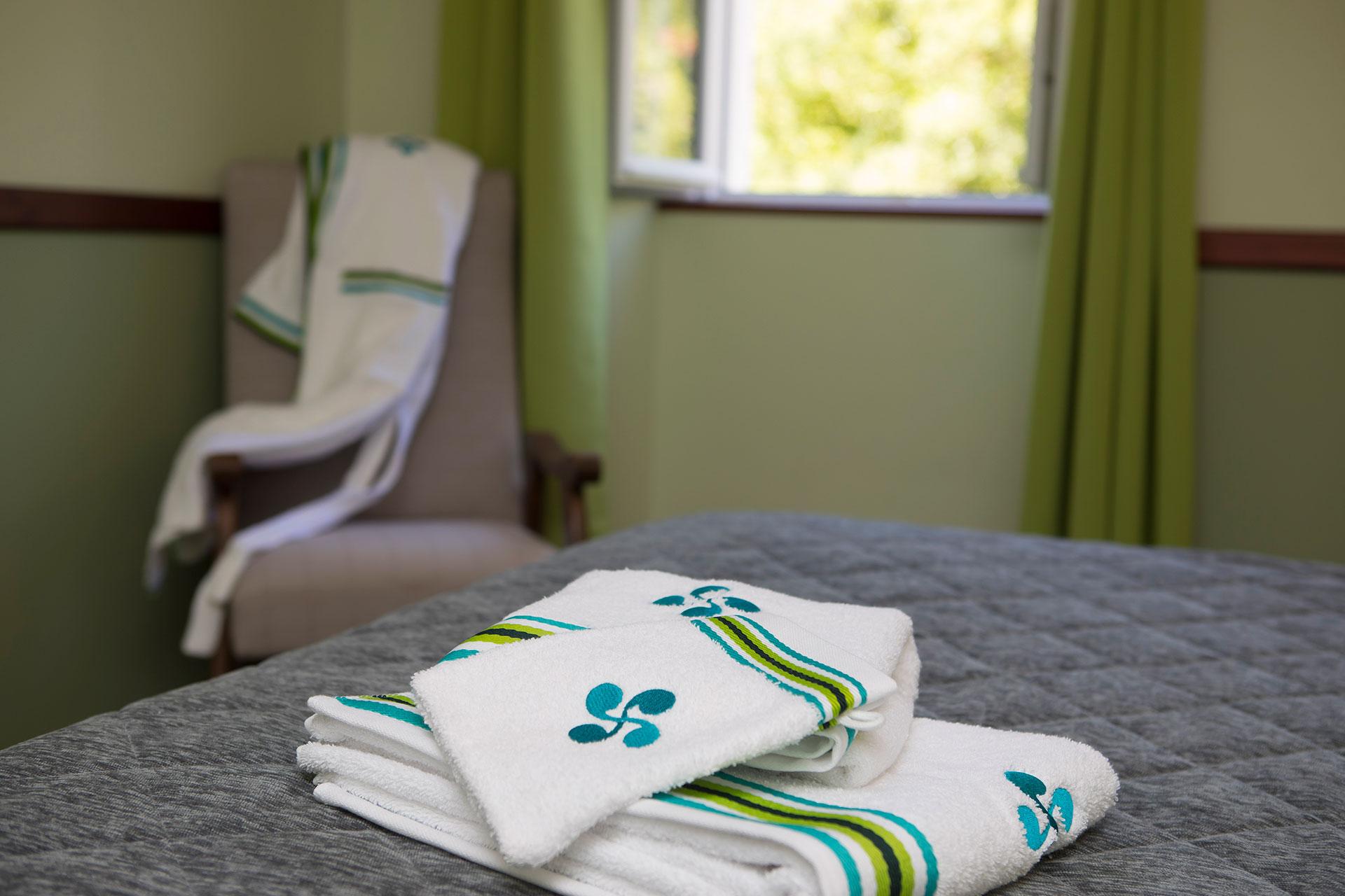 hotel pays basque 33 les sources de la nive. Black Bedroom Furniture Sets. Home Design Ideas