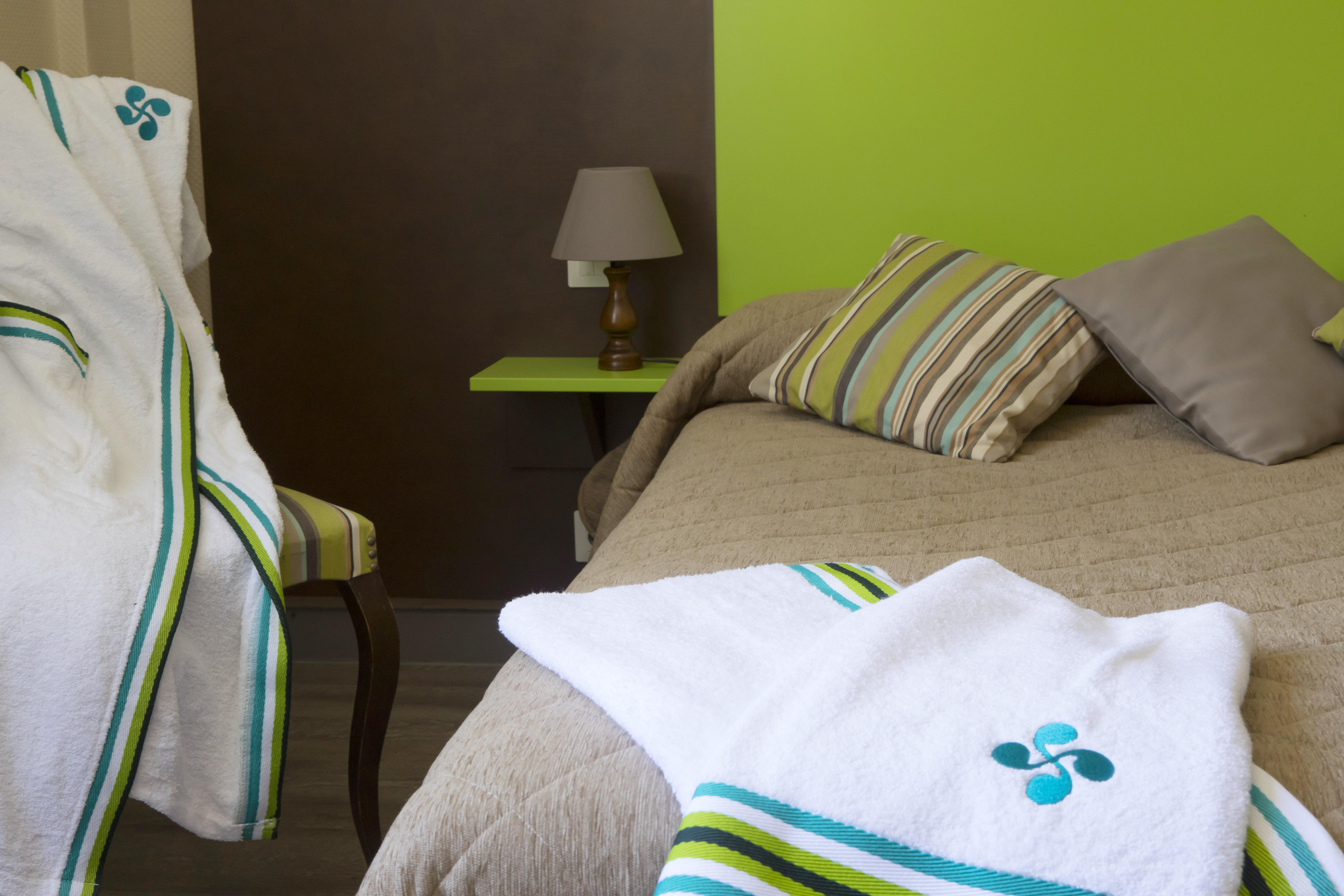 hotel pays basque 45 les sources de la nive. Black Bedroom Furniture Sets. Home Design Ideas