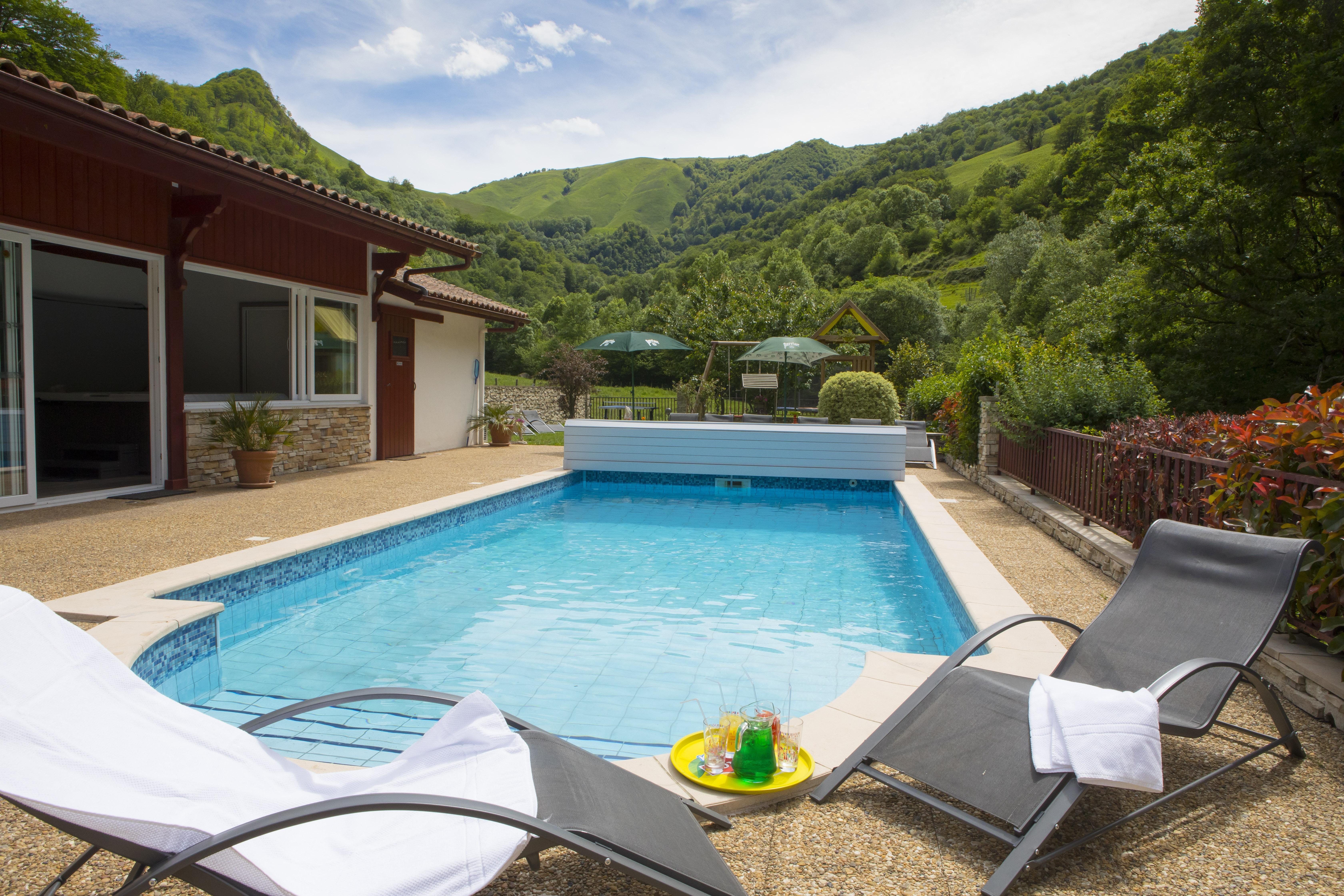 hotel pays basque 79 les sources de la nive. Black Bedroom Furniture Sets. Home Design Ideas